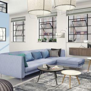 Biel, wąskie ramy okienne w czarnym kolorze i dopełnienie w postaci zimnego błękitu idealnie sprawdzą się w minimalistycznym skandynawskim wnętrzu.
