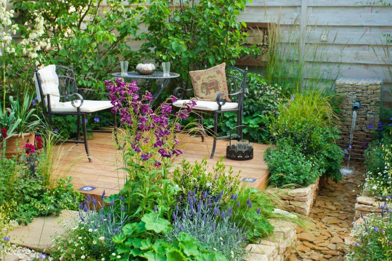 Etap przygotowań do nadchodzącej wiosny warto też poświęcić na zaprojektowanie małej architektury ogrodowej bądź wprowadzenie pewnych zmian w układzie przydomowego otoczenia. Fot. Shutterstock