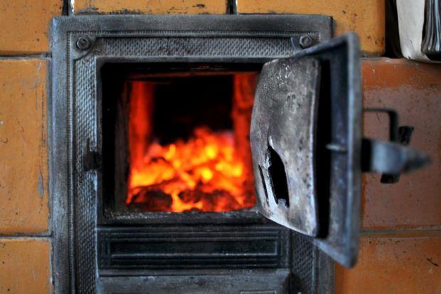 Jak dobrać urządzenie grzewcze do swoich potrzeb? To pytanie zadają sobie wszyscy inwestorzy budujący dom jednorodzinny. Piec węglowy, opalany drewnem, na pellet, kocioł gazowy czy olejowy, a może zdecydować się na eko rozwiązanie - kocioł kond