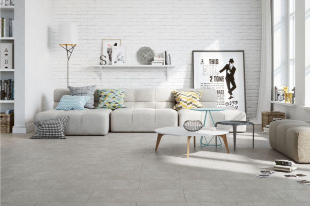Betonowe powierzchnie, zarówno w wystroju kuchni i łazienki, jak również salonu cieszą się niesłabnąca popularnością. Doskonale wpisują się również we współczesne trendy urządzania wnętrz, ponieważ bardzo dobrze komponuje się z bielą,