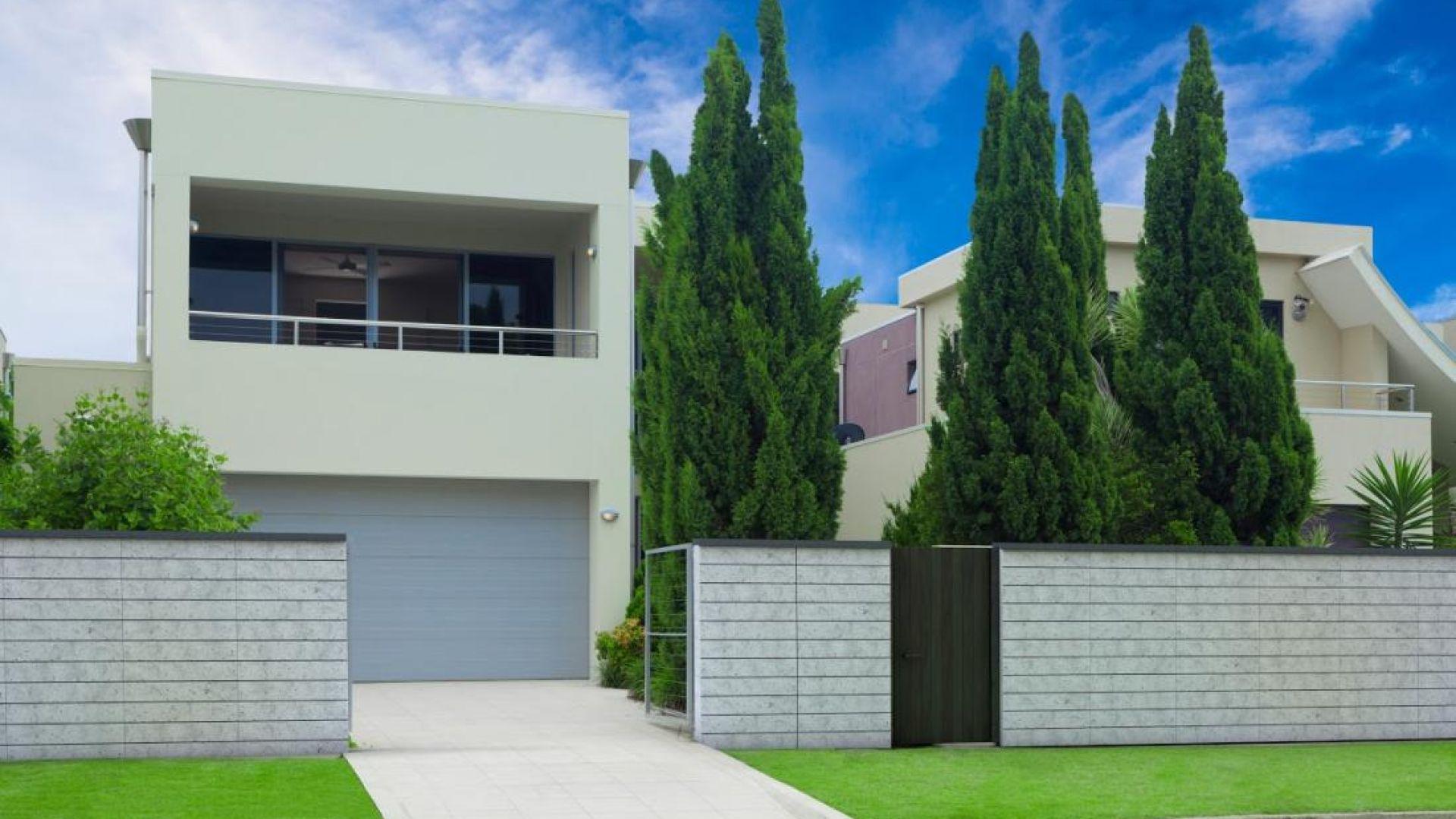 Pustak ogrodzeniowy gładki, umożliwia zbudowanie nowoczesnego i eleganckiego ogrodzenia o wysokości nawet do 300 cm. Fot. Jadar