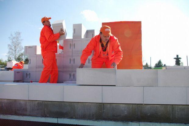Murowanie ścian jednowarstwowych z betonu komórkowego