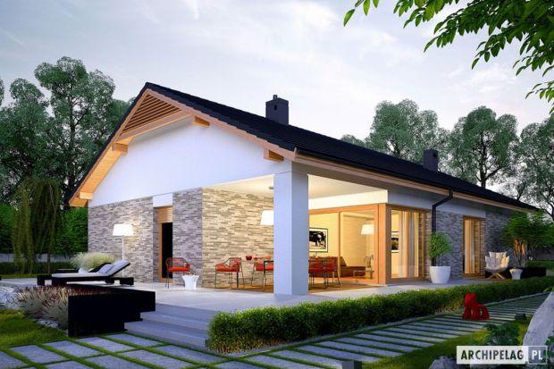 Elewacja z płytek klinkierowych jest jedną z popularniejszych form wykończenia ścian współczesnych domów. Ceni się ją przede wszystkim za trwałość, odporność na negatywny wpływ czynników zewnętrznych oraz walory dekoracyjne.