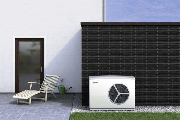 Nowoczesne, dobrze dobrane systemy grzewcze umożliwiają nie tylko ogrzewanie pomieszczeń, ale również ich chłodzenie. Takie funkcje ma np. pompa ciepła. O jej zaletachi możliwościach ogrzewania i chłodzenia wnętrz mówi Marek Bosiacki, z firm