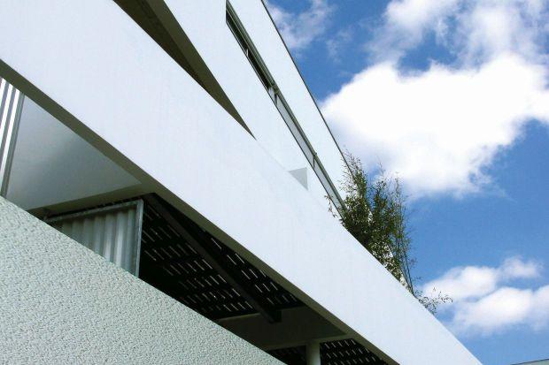 Imitacja kamienia, granitu, efekt cegły, deski lub betonu na elewacji