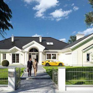 Duże domy w zabudowie podmiejskiej często czerpią inspiracje ze stylu dworkowego. Proj. Rezydencja Parkowa, Fot. MG Projekt