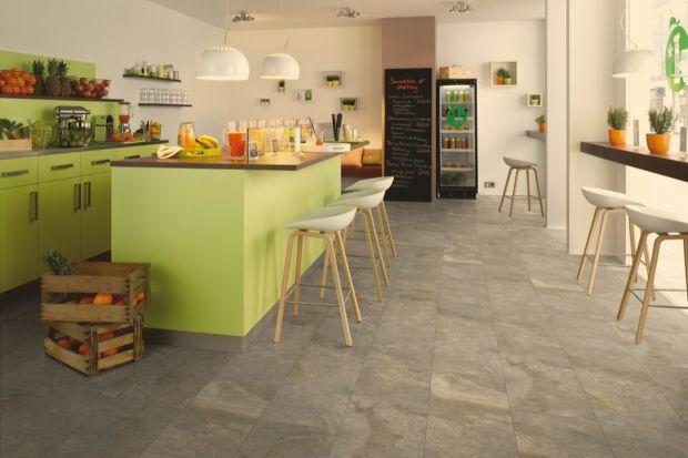 Choć panele kojarzą się z wykończeniem podłogi w salonie czy sypialni, dzięki nowoczesnej technologii mogą być także układane w miejscach o zwiększonej wilgotności, takich jak kuchnia czy łazienka.