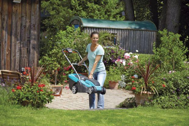 Późna wiosna i lato to okres najintensywniejszych prac wokół domu. Watro zaopatrzyć się w zestaw narzędzi i maszyn niezbędnych w pracach ogrodowych. Sekatory, nożyce, kosiarki, urządzenia do zraszania i podlewania to tylko przykładowe narzędzi