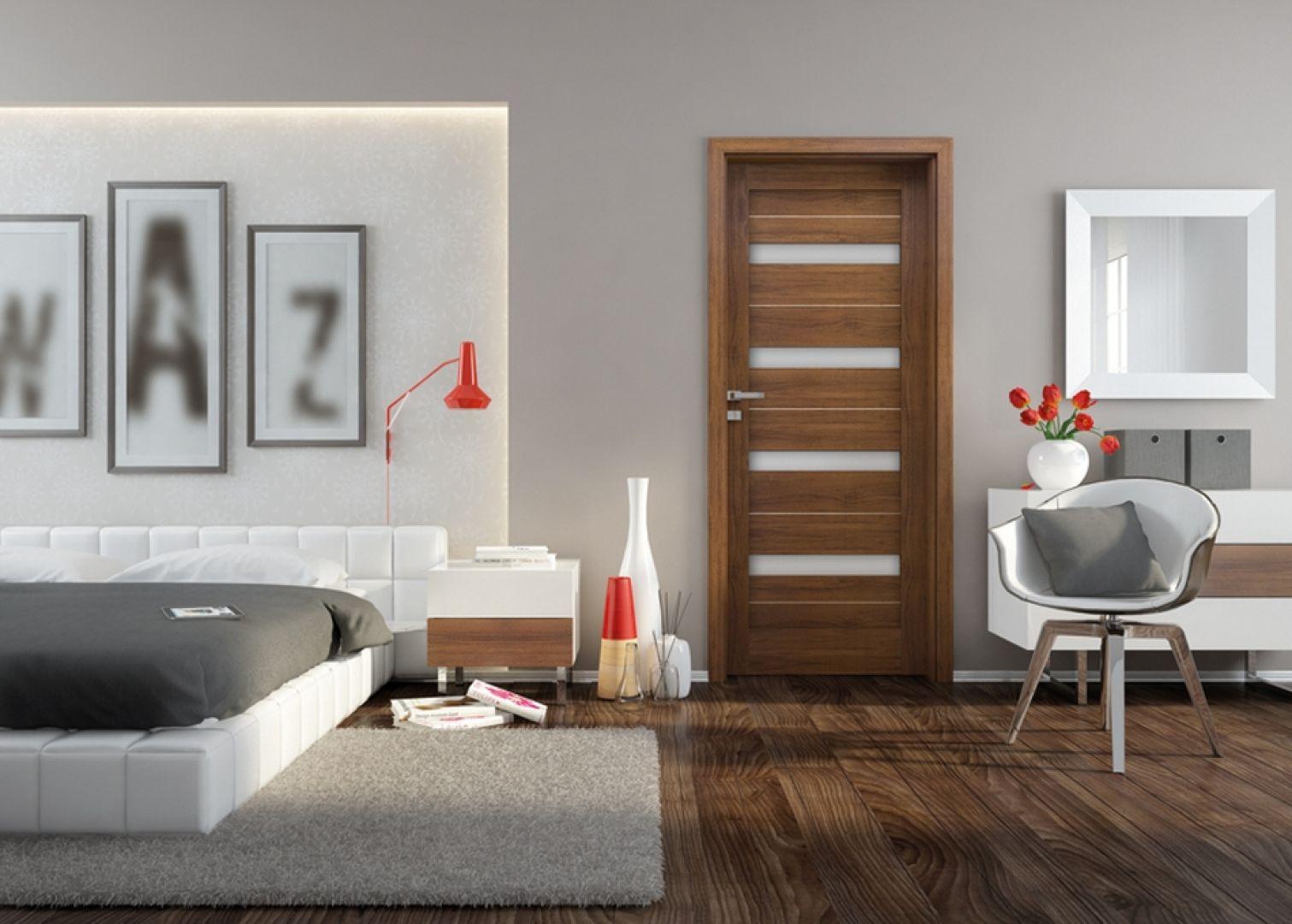 Kolekcja Capena Inserto z opcją kolorowych przeszkleń, będzie dobrym wyborem do gabinetu i sypialni. Fot. Invado