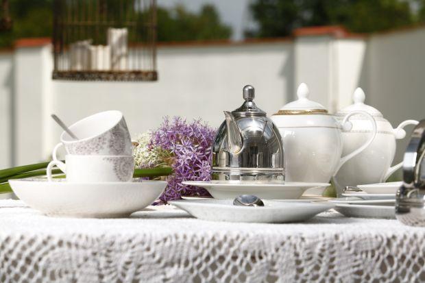 Dobrze zaprojektowana zastawa stołowa to nie tylko dobry wzór, lecz również jakość materiału z jakiego została wykonana oraz jej trwałość. Powinna służyć przez lata, a w połączeniu z innymi elementami na stole zawsze gwarantować piękny e