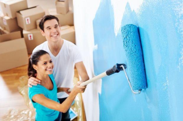W czasie remontu kurz osiada wszędzie, ryzyko porysowania cennych sprzętów wzrasta, a zachlapanie farbą jest niemal pewne. Nie ważne, jakie wyzwanie stoi przed Tobą: malowanie ścian, lakierowanie podłóg czy impregnowanie mebli – pamiętaj, aby