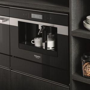 Niewątpliwie, oprócz samej aranżacji wnętrza, bardzo ważną rolę w kuchni odgrywają sprzęty AGD – mają nam ułatwić codzienne funkcjonowanie, a przy tym powinny być estetyczne. Stylowe i wielofunkcyjne urządzenia znajdziemy np. w ofercie marki Hotpoint. Fot. Hotpoint