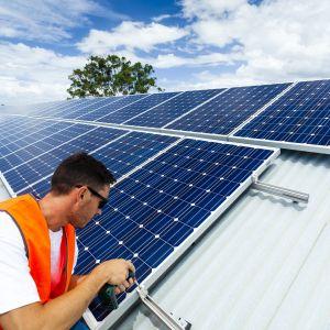 Popmy ciepła są najpopularniejszymi urządzeniami do pozyskiwania energii ze źródeł odnawialnych poszukiwanymi przez użytkowników serwisu Oferteo.pl. Służą one do ogrzewania pomieszczeń jak i podgrzewania wody użytkowej. Polacy najczęściej poszukują urządzeń do pozyskiwania OZE w celu ogrzania domu o powierzchni do 150 mkw i zamieszkiwanego przez rodzinę liczącą 3-4 osoby. Fot. Oferteo.pl