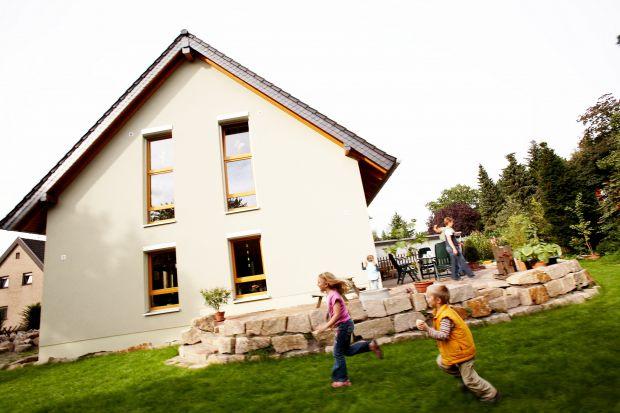 Decyzja o przeprowadzeniu modernizacji podyktowana jest często chęcią ograniczenia kosztów związanych z utrzymaniem domu. Jednym z najbardziej popularnych na to sposobów jest termomodernizacja domu. Jednak nie zawsze przeprowadzone prace przynoszą