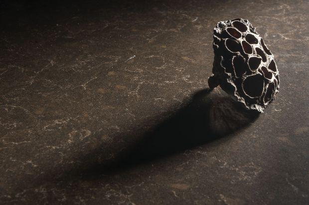 Marmur należy do najszlachetniejszych materiałów wykończeniowych. Zastosowany we wnętrzu podnosi prestiż aranżacji oraz dodaje jej gustownej elegancji, jednak jego parametry techniczne pozostają dalekie od ideału. Dla wszystkich, którzy nie chc�