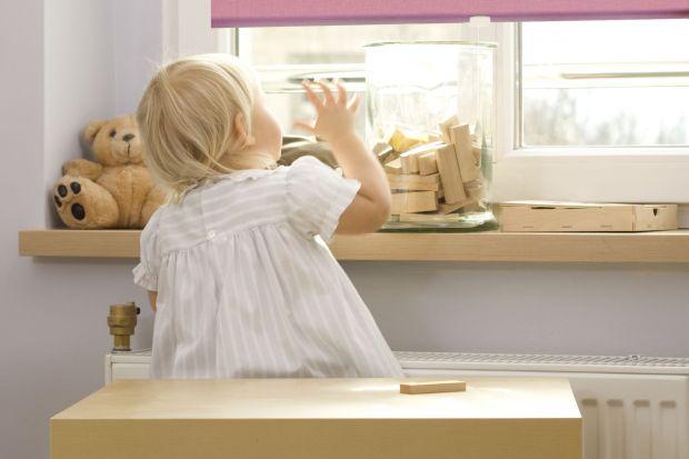Według brytyjskiej organizacji RoSPA (Royal Society for the Prevention of Accidents – Królewskie Towarzystwo Zapobiegania Wypadkom) najwięcej niebezpiecznych zdarzeń ma miejsce w domu. Najbardziej narażone są na nie dzieci do lat pięciu oraz osob