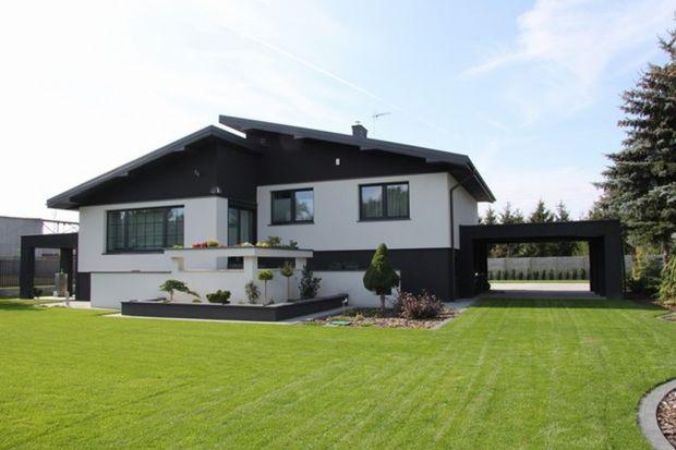 Inwestorzy indywidualni zazwyczaj mają dobrze określoną wizję swojego wymarzonego domu. Chętnie odtwarzają w myślach każdy szczegół już wykończonego i gotowego do mieszkania budynku. Kolor elewacji odgrywa bardzo istotną rolę.