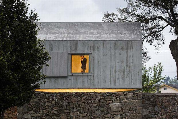 Ten dom, zwany gołębnikiem, powstał dzięki nieprzemijającym wspomnieniom i marzeniom dziecięcym o własnym domku na drzewie. Co ciekawe do urzeczywistnienia dziecięcych fantazji architekt Mario Sequeira, z portugalskiego studia wykorzystał stary g