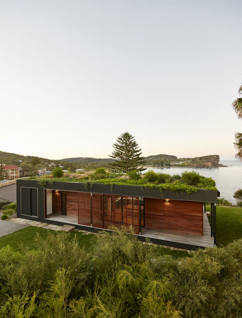 Dom jest położony na austalisjkim klifie niedaleko plaży Avalon. Fot. Michael Wickham