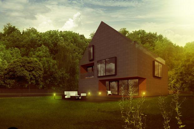 Dom Dwuspadowyzaprojektowany przez architektów z pracowni DISM Architekci powstał z myślą oaktywnej młodej rodzinie z dziećmi. Miejscowy plan narzucił geometrię dachów – zgodnie z zapisami projektowany budynek miał posiadać klasyczny stro