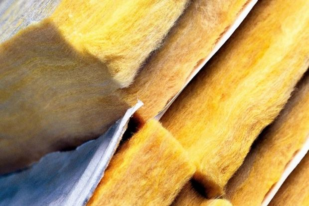 Wybór materiałów do izolacji domu warto rozpatrywać jako długofalową inwestycję, z której korzyści będziemy czerpać w każdym sezonie grzewczym, a coraz częściej także i latem. Czym kierować się przy zakupie? Podpowiedź ekspertów brzmi �