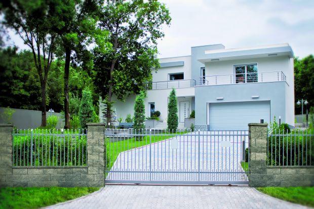 Ogrodzenie wyznaczające granice posesji od dawna nie pełni funkcji wyłącznie użytkowej. Stanowi również element dekoracyjny, a razem z bramą, furtką i ścieżką prowadzącą do wejścia – wizytówkę domu. Przedstawiamy siatkę. jedno z najch�