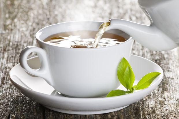 Herbatę najczęściej kojarzymy z pysznym naparem, który swoim aromatem i smakiem uprzyjemni wolne popołudnie. Często nie zdajemy sobie sprawy z faktu, że liście herbaciane oraz torebki, w których się znajdują, mają również wiele innych, prakt