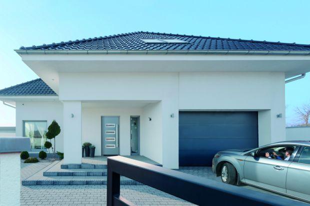 Marcin Strzelec, menedżer grupy produktowej bramy garażowe, przemysłowe, stolarka, automatyka w firmie Wiśniowskiodpowiada nam dlaczego do garaży, w domach energooszczędnych, najlepiej wybierać bramy segmentowe.