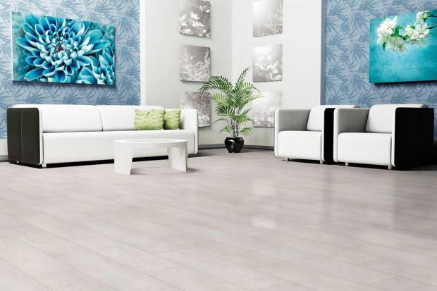 Katarzyna Śliwińska, kierownik działu marketingu w firmie RuckZuck odpowiada nam dlaczego na podłodze nie tylko sprawdzą się nie naturalne drewniane deski.