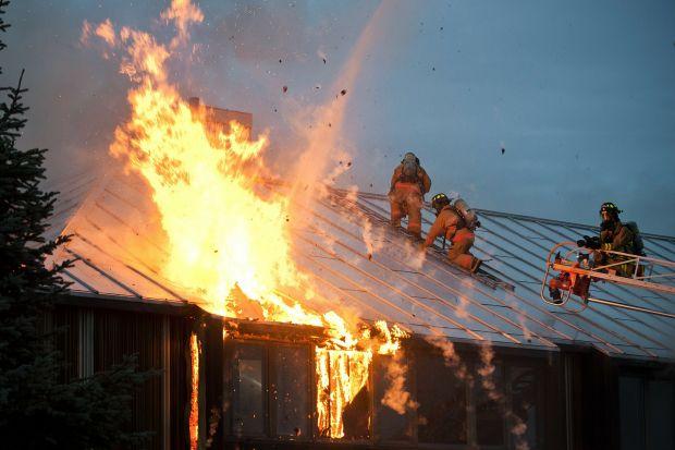 Według statystyk Państwowej Straży Pożarnej w 2015 roku w całej Polsce wybuchło około 185 tys.pożarów. Ich spora część miała miejsce zimą, kiedy to intensywnie palimy w piecach i kominkach, zapalamy świece, a także przyozdabiamy choinki