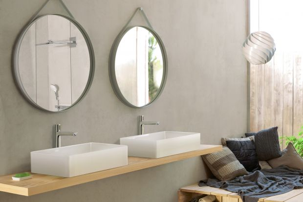 Producenci wyposażenia łazienkowego w pełni wykorzystują potencjał, tkwiący w proekologicznym trendzie obniżenia zużycia wody. Oferowane przez nich baterie, natryski i prysznice, spłuczki i toalety są projektowane specjalnie z myślą oszczędza