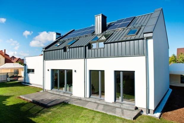 Budownictwo energooszczędne to budownictwo przyszłości. Co do tego nie ma wątpliwości. Są jednak domy, które podnoszą standard energooszczędności i komfortu na bardzo wysoki poziom. Przykładem może być dom hybrydowy.