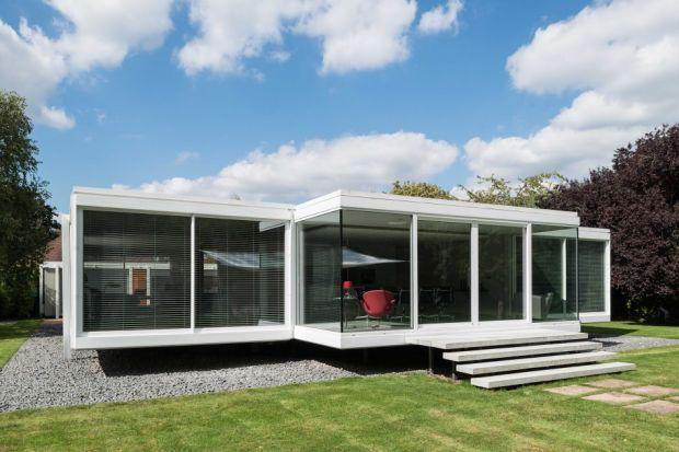 Nowoczesna architektura kojarzona jest przede wszystkim z dużymi miastami. Przykład domuHolyport Berkshire pokazuje, że współczesne budownictwo doskonale pasuje także do prowincji.