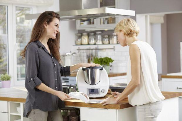 Cook-Key, pozwoli Ci zsynchronizować swoje urządzenie z Cookidoo - platformą z 5 tys. przepisami przygotowanymi na Thermomix za pomocą bezprzewodowego Internetu. To zdecydowany krok w kierunku wprowadzenia urządzenia w świat nowych technologii, a go