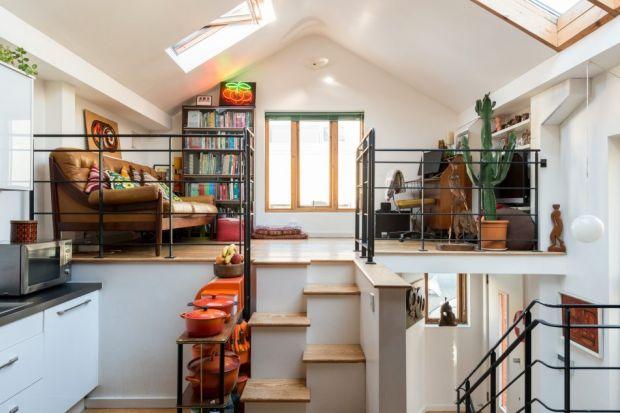 Historia tego domu sięga lat osiemdziesiątych XX wieku. Od tego czasu jego wnętrza kilka razy remontowano i urządzano na nowo. Od początku był on jednak zaplanowany jako kilkupoziomowy, otwarty dom.