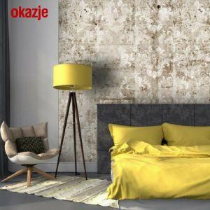 Coraz chętniej wykorzystywanym elementem dekoracyjnym jest beton. Ten surowy materiał idealnie współgra z jasnym drewnem oraz ciepłymi odcieniami żółtego. Zastosowanie takich zestawień kolorystycznych nadaje wnętrzom wyrazistego i oryginalnego charakteru. Fot. Okazje.info