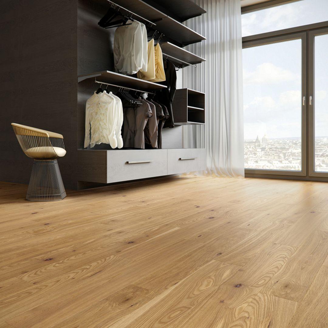 Wąskie deski o różnych długościach to idealne rozwiązanie dla pomieszczeń o nietypowych wymiarach. Fot. Baltic Wood