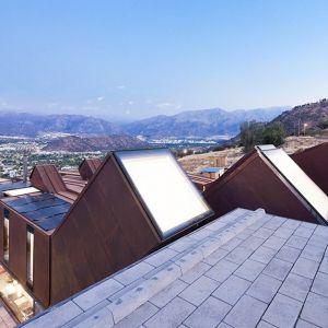 """Dom """"Gąsienica"""" jest chłodzony górską bryzą zamiast mechaniczną klimatyzacją. Fot. Sergio Pirrone"""