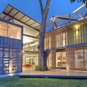 Ten dom (María José Trejos), w którym wykorzystano kontenery, powstał na Kostaryce. Łączy funkcję mieszkalną i miejsca do pracy. Fot. Sergio Pucci