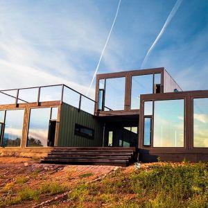 Canon City Container Cabin, zaprojektowany przez architekta Brada Tomeceka, w mieście Canon City, Colorado, powstał z 7 kontenerów. Fot. Tomecek Studio Architecture
