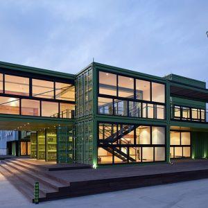 Nic dziwnego, że na jednej z największych ekologicznych farm w Chinach budynek dla zwiedzających wybudowano z kontenerów. Fot. Bartosz Kolonko