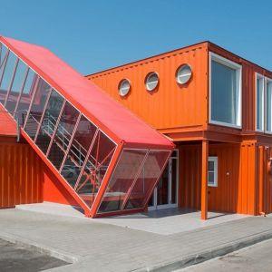W Izraelu nawet budynek jednego z urzędów wybudowano z kontenerów. Projektowało go biuro Potash Architects. Fot. Lior Avatan