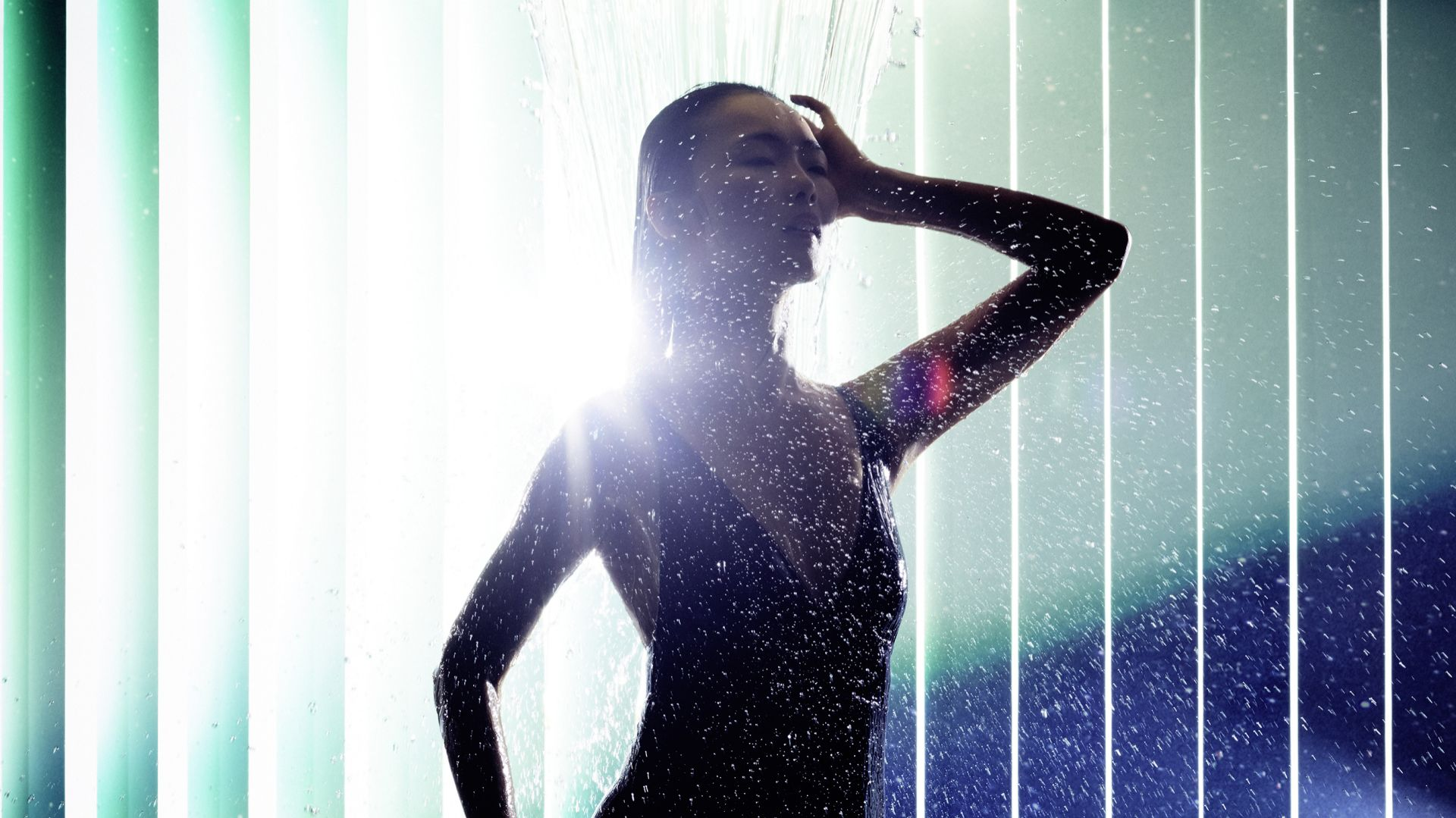 Takie zabiegi, jak polewanie, naprzemienne natryski, kąpiele relaksacyjne bądź masaże wodne uzupełniają indywidualną strategię w zakresie zdrowia i na długo znacznie poprawiają samopoczucie oraz dodają energii życiowej. Fot. Dornbracht