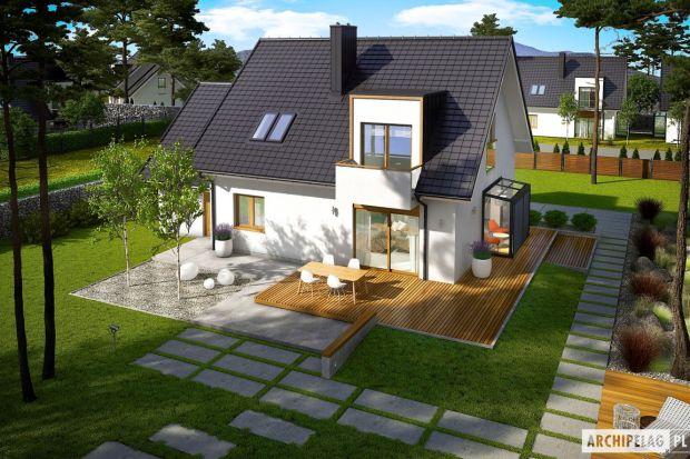 April G1 to nowoczesny i stylowy dom, który wspaniale wypełnia się naturalnym światłem. Prosta forma wzbogacona modnymi lukarnami znakomicie odnajdzie się w każdym krajobrazie, a pomysłowo zorganizowane wnętrze przypadnie do gustu nawet najbardzi