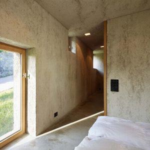 Ramy okienne wykonano z naturalnego dębu. Fot. Hannes Henz