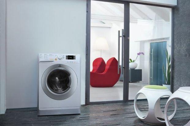 Suszysz ubrania wewnątrz domu? Jeśli tak, to czy zastanawiałeś się kiedyś jak wilgoć parująca z mokrej, wypranej odzieży wpływa na twoje zdrowie? Badania wskazały, że taki proces może podnieść wilgotność powietrza w domu nawet o30%.To z