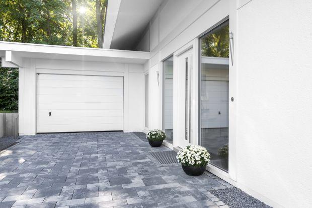 Aby dom był piękny po sezonie jesienno-zimowym, nie wystarczy tylko umycie okien oraz oczyszczenie miotłą nawierzchni wokół budynku. Podpowiadamy, jak skutecznie wyczyścić kamień, gres, klinkier, marmur, granit, a także poradzić sobie z nieeste