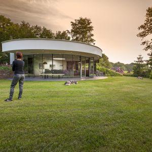 Przestrzeń użytkowa 360 Villa wynosi 85 mkw i została wpisana w okrągłą bryłę domu. Fot. Hannah Anthonys