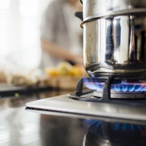 Wybór gazowej płyty grzewczej do zabudowy to nie tylko oszczędność miejsca, ale też rozwiązanie tańsze pod względem ceny produktu i kosztów eksploatacji w porównaniu z modelami o innym zasilaniu. Fot. Kernau