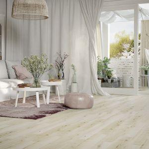 Dla tych, którzy marzą o pięknej, drewnianej podłodze, nie chcąc przy tym rezygnować  z wygody, powstała nowa kolekcja marki Opoczno – Koncept Wood. Fot. Opoczno
